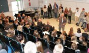Ambassador Oreck interacts with the students and staff at Schildt Upper Secondary school. (© State Dept.)