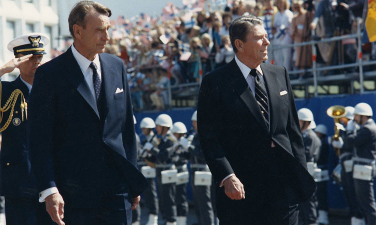 President Mauno Koivisto and President Ronald Reagan meeting in Helsinki in 1988. (© White House)